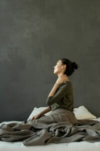 woman with neck and shoulder tension